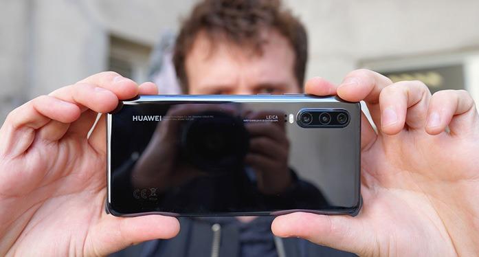 Photo - Huawei P30 vs Samsung Galaxy S10